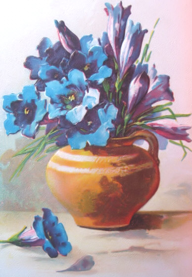 Blue flowers in a pretty vase old fashioned flower pictures and pretty blue flowers in vase mightylinksfo